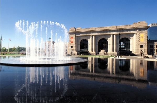 One of Kansas City's most well-known fountains is the Henry Block Fountain in front of Union Station.